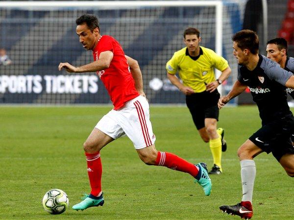 Benfica bate Sevilha com golo solitário de Castillo