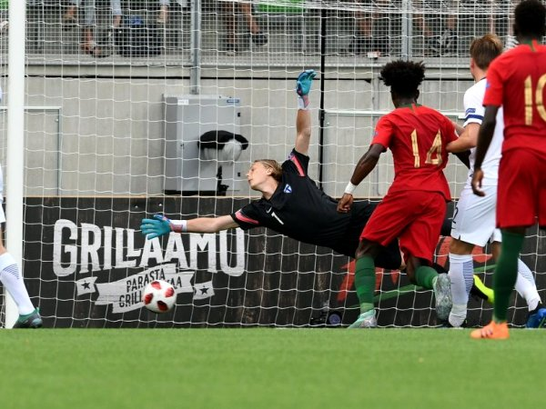 Crónica: Portugal derrota Finlândia e garante 'meias' do Europeu de sub-19