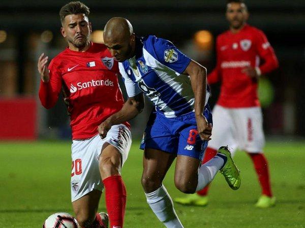 Crónica: FC Porto dá a volta ao Santa Clara e vence nos Açores
