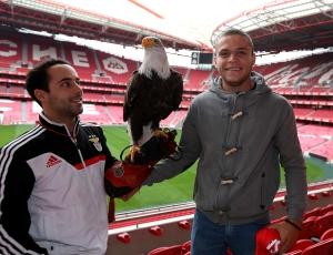 Mercado: OFICIAL - Jonathan Rodríguez é reforço do Benfica
