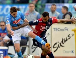 Itália: Nápoles vence Cagliari e encurta distância para Lázio e Roma
