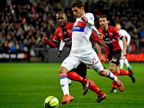 França: Lyon vence 2-0 na visita ao Guingamp e isola-se no segundo lugar