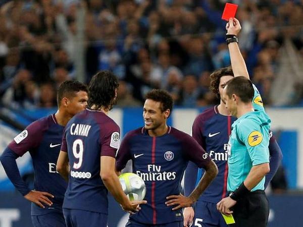 «Atiraram-me de tudo, paus, sumos de laranja, coca-colas…», Neymar
