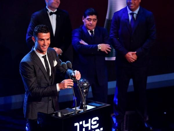 Cristiano Ronaldo eleito o melhor do ano da FIFA pela quinta vez