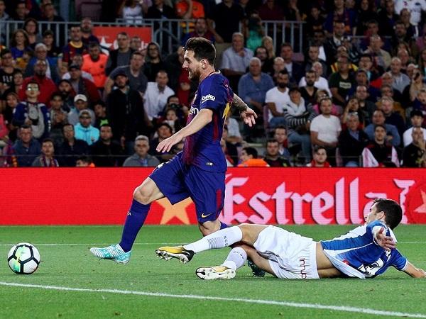Messi desperdiça penálti e Barcelona perde com o Espanyol na Taça do Rei
