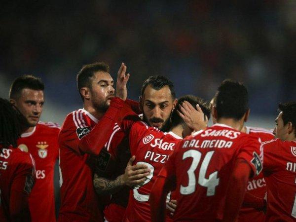 Crónica: Jonas e Mitroglou 'castigam' Belenenses e colocam Benfica líder