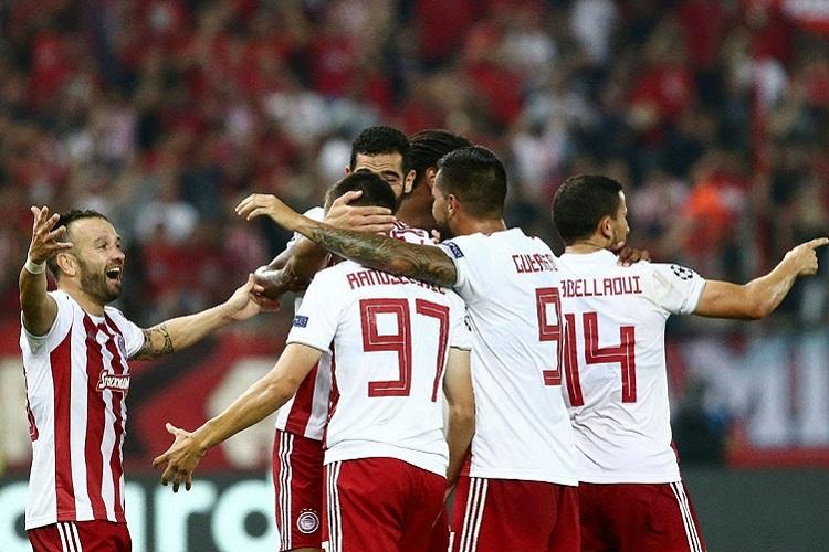 LC: Olympiacos goleia 'carrasco' do FC Porto e fica perto da fase de grupos
