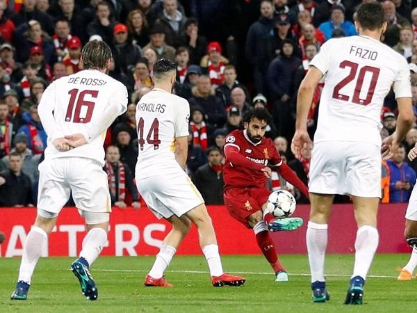Crónica: Festival de Salah na vitória do Liverpool sobre a Roma, que ainda respira